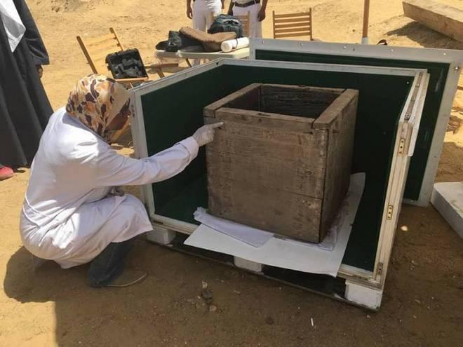 Caja con los restos de la hija del faraón Ameny Qemau