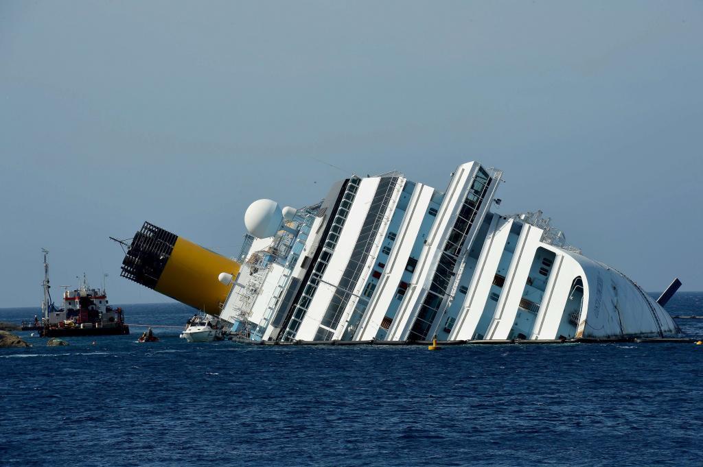 Resultado de imagen de crucero hundido italia