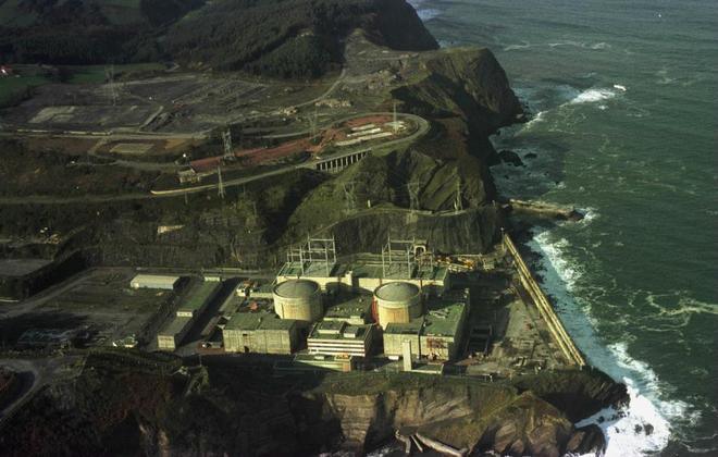 Vista aérea de la central nuclear de Lemóniz (Vizcaya).