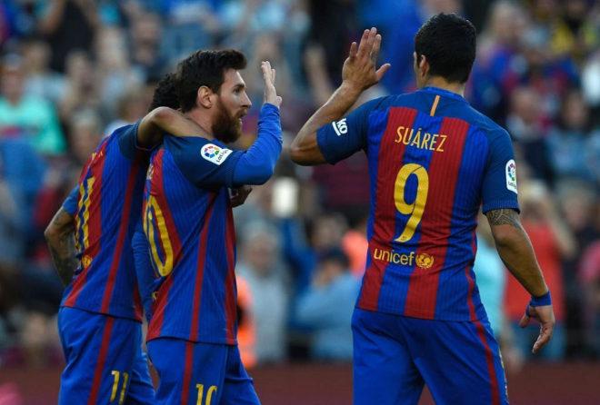 Neymar, Messi y Luis Suárez celebran un tanto ante el Villarreal en el Camp Nou.