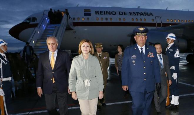 La ministra de Defensa, María Dolores de Cospedal, a su llegada a...