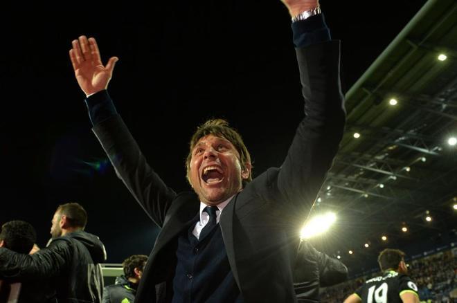 Antonio Conte, tras conquistar el título con el Chelsea.