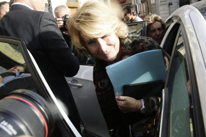 Esperanza Aguirre abandona el Ayuntamiento de Madrid después de...