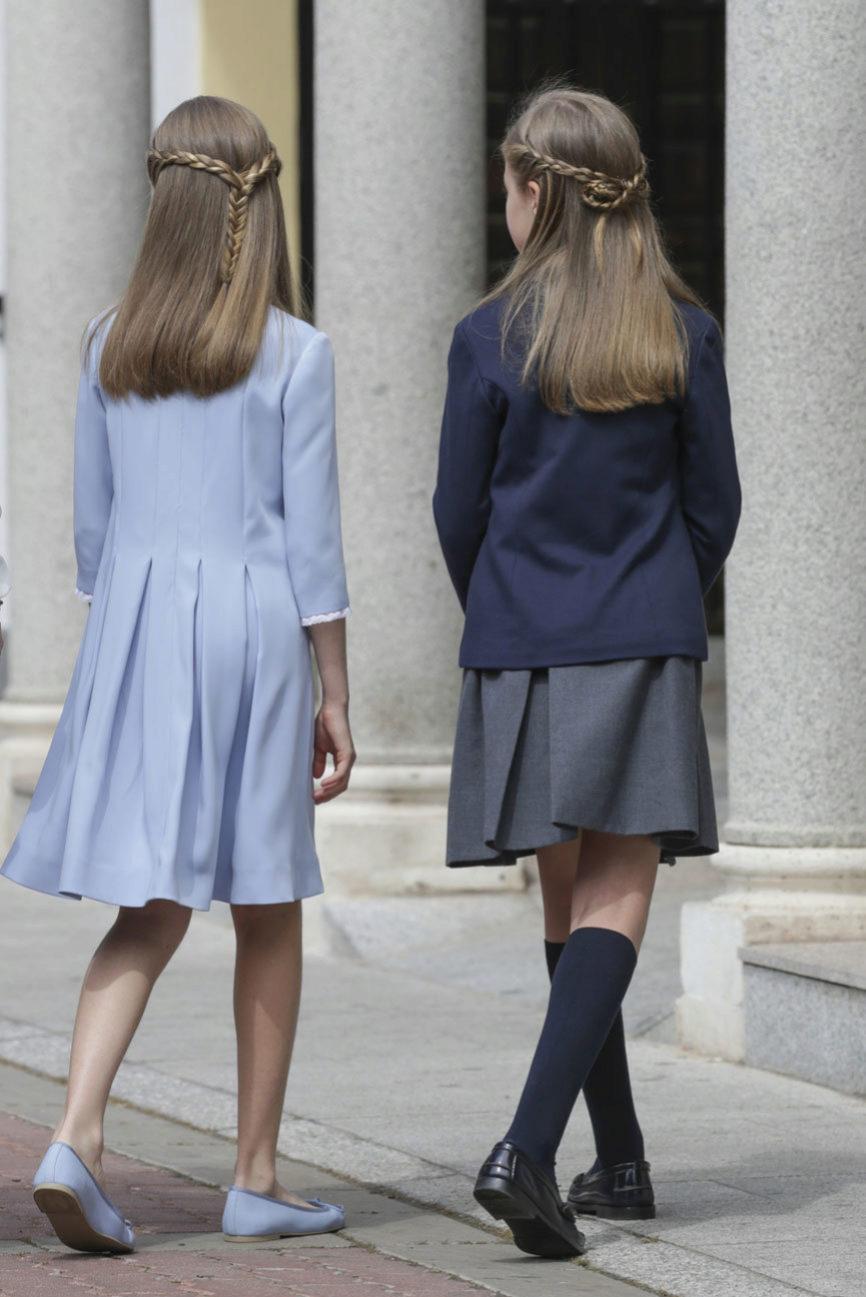 La Infanta Sofía y la Princesa Leonor han llevado a la primera...
