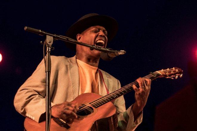 Imagen del cantante Eric Bibb