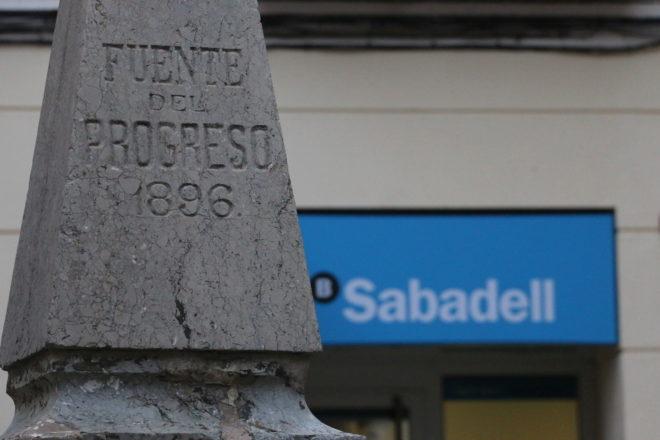 Oficina del Banco Sabadell (antigua CAM) en el municipio de Benilloba, la próxima en cerrar.