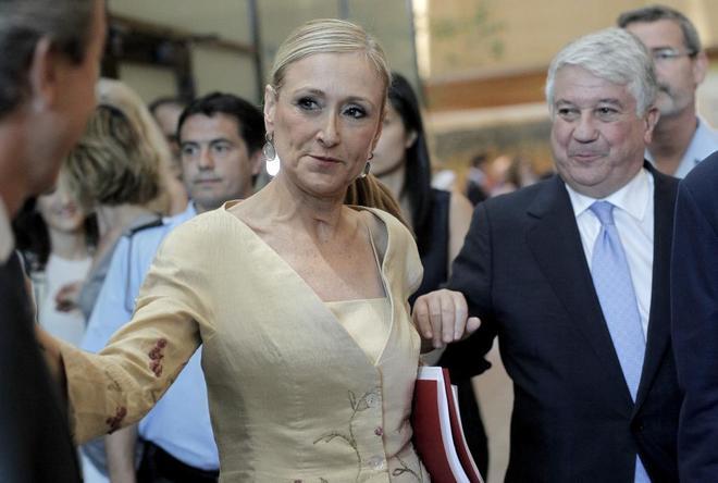 Cristina Cifuentes y el empresario Arturo Fernández, en la Asamblea...