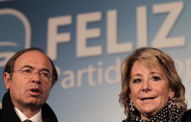 Pío García-Escudero y Esperanza Aguirre, durante la cena de Navidad...