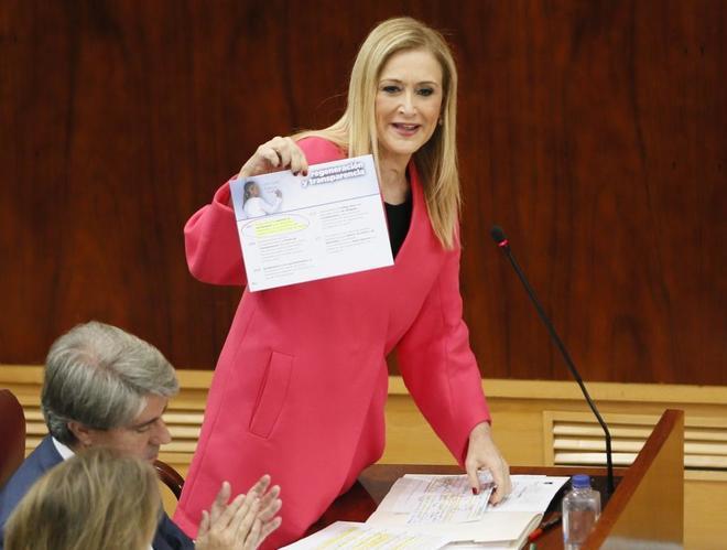 Cristina Cifuentes, durante el pleno celebrado hoy en la Asamblea de...