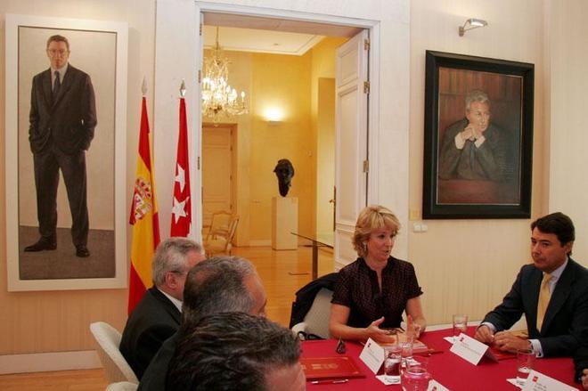 Esperanza Aguirre preside en 2007 la reunión para constituir la...
