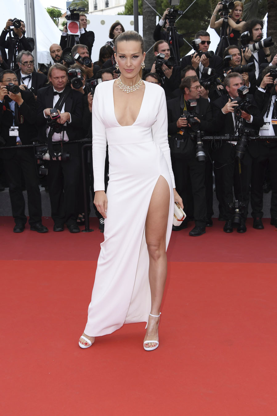 Petra Nemcova, con vestido de The 2nd Skin co, zapatos de Loriblu,...