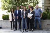 Irene Montero, junto a diputados de Unidos Podemos, explica la moción...