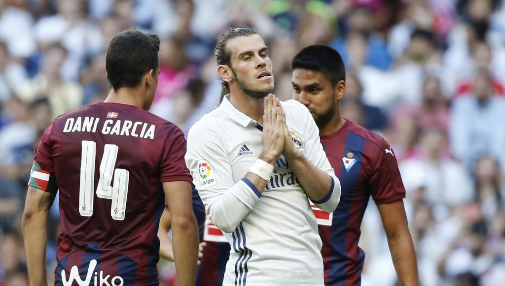 REAL MADRID 1-1 EIBAR. El conjunto blanco se deja el liderato en casa...