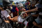 Las fuerzas de seguridad de Venezuela dispersaron nuevamente con...