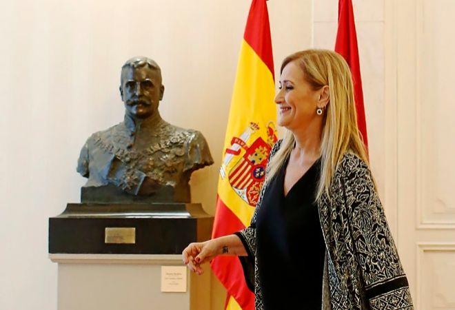 La presidenta de la Comunidad de Madrid, Cristina Cifuentes, antes de...
