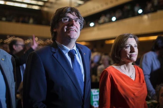 Carles Puigdemont y Carme Forcadell, en el acto por el Pacte Nacional pel Referèndum