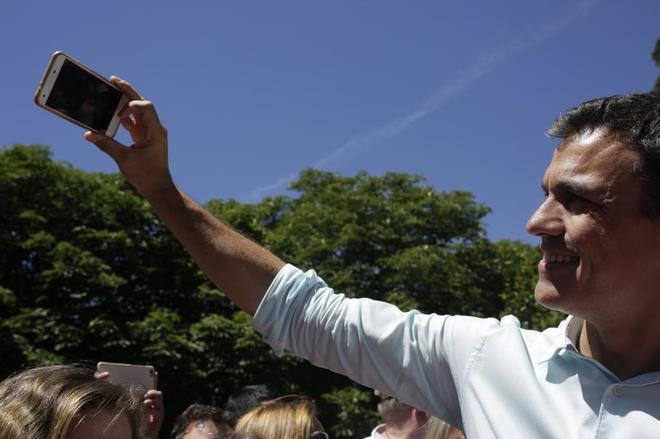 Pedro Sanchez, candidato a secretario general del PSOE, cierra la...