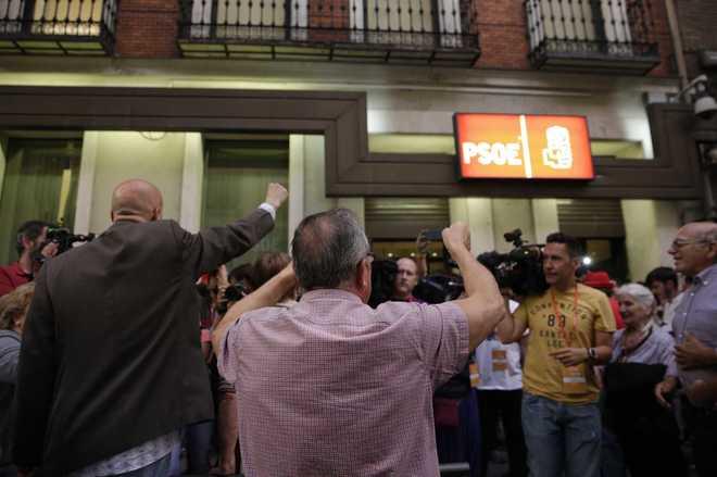Las primarias dejan un PSOE roto que Sánchez deberá unificar