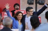 Sara Hernández, secretaria general del PSOE en Madrid, con el candidato Patxi López en un mitin.