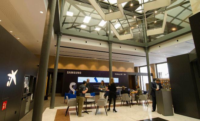 Caixabank apuesta en castell n por el concepto de oficina for Concepto de oficina