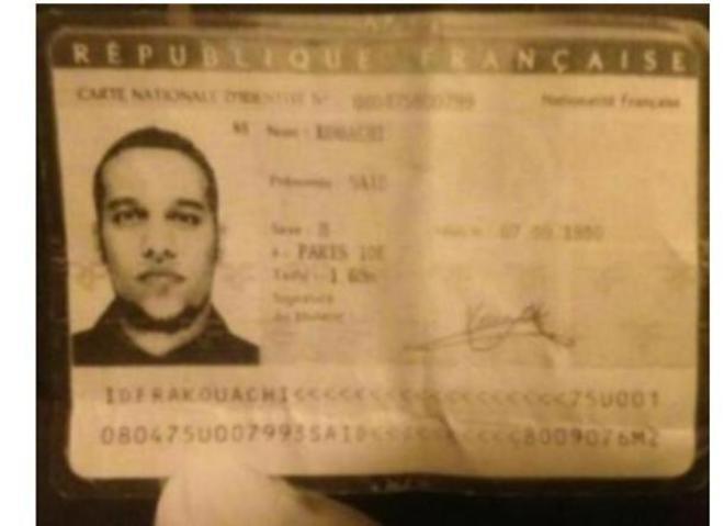 Carnet de identidad que Mohamed Kouachi dejó olvidado en el coche robado en el que huyó de la redacción de Charlie Hebdo.