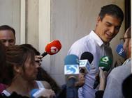 Pedro Sánchez a su llegada hoy a la sede socialista de Ferrar, en Madrid.