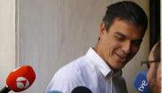 Pedro Sánchez a su llegada hoy a la sede socialista de Ferrar, en...