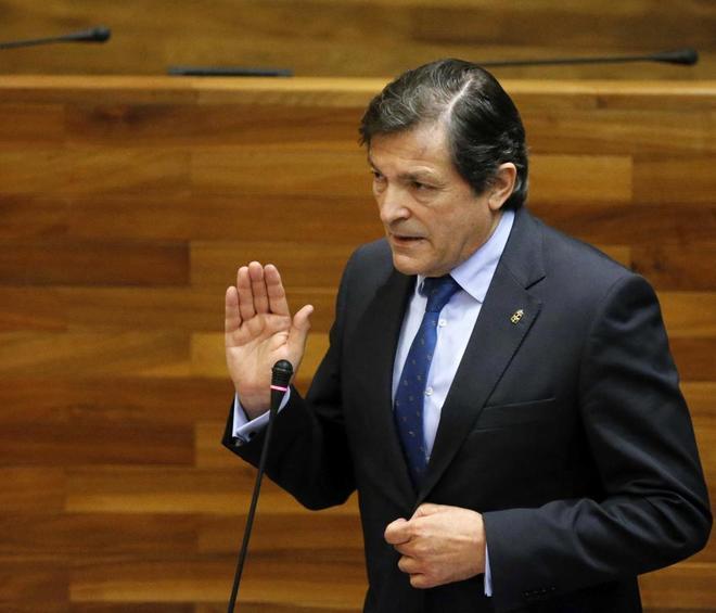 Javier Fernández, durante su intervención en un pleno en el Parlamento asturiano.
