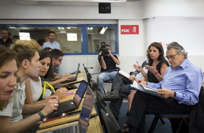 Adriana Lastra, Manuel Escudero y José Félix Tezanos, durante la...