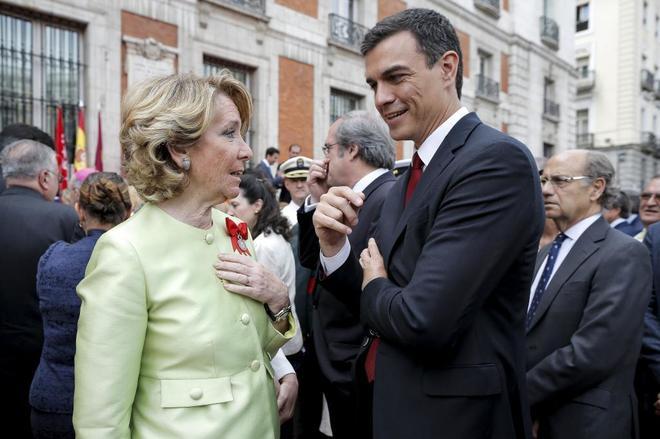 Esperanza Aguirre y Pedro Sánchez, en un acto por la celebración del...