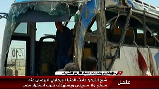 Captura de la televisión egipcia Nile News que muestra uno de los autobuses atacados.
