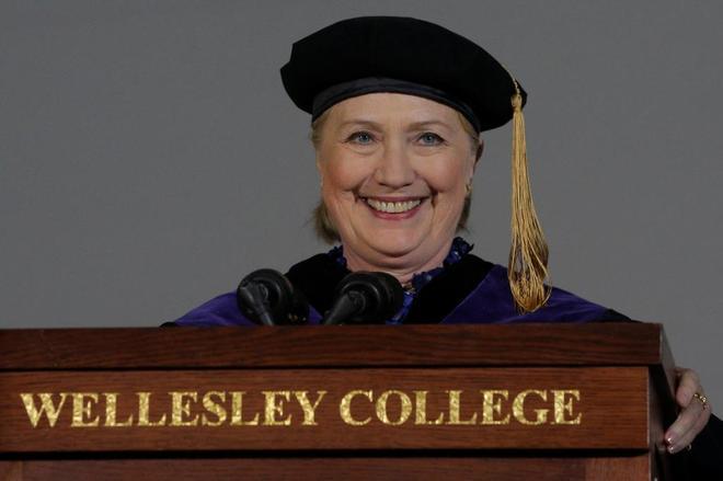 La ex secretaria de Estado, Hillary Clinton, en un simposio ante los estudiantes de Wellesley Collegue, en Massachusetts, este viernes.