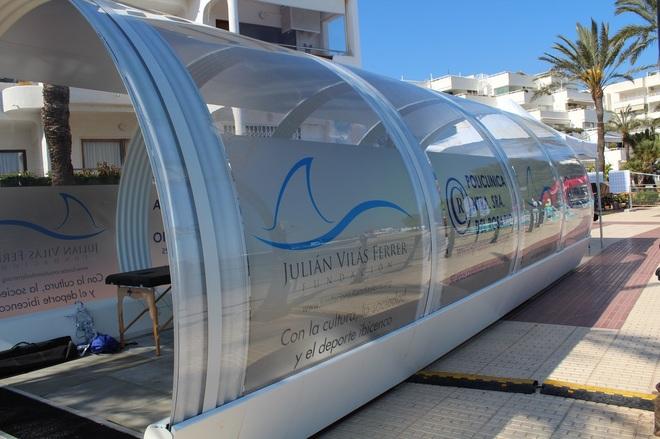 Un tubo para dejar de fumar en el puerto de Ibiza