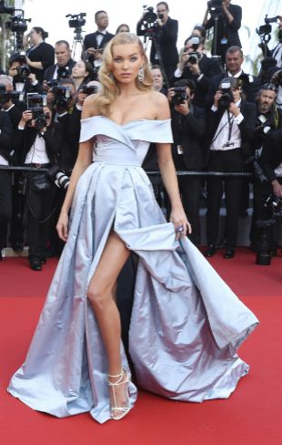 La modelo Elsa Hosk, de azul en Cannes