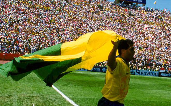 Romario celebra el pase a cuartos de final de la selección brasileña en el Mundial 94.