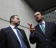 El nuevo portavoz del PSOE, José Luis Ábalos y el anterior, Antonio Hernando.