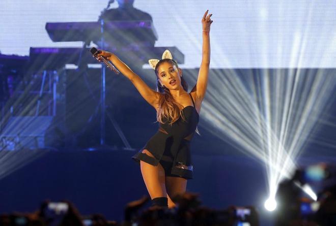 La cantante estadounidense Ariana Grande durante una actuación en Indonesia en 2015.