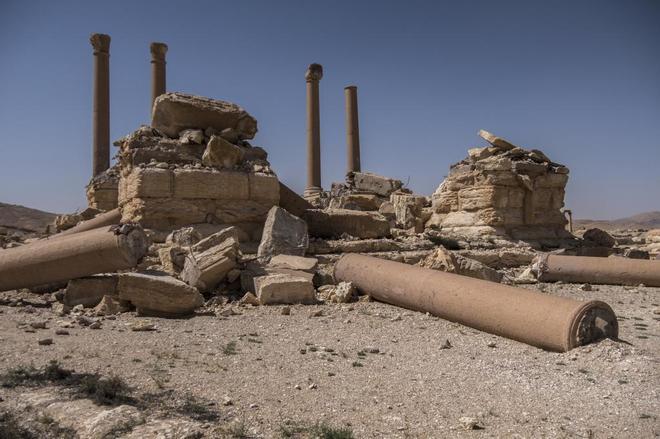 Destrucción causada por el IS en el Tetrápilo de Palmira, patrimonio mundial de la Unesco.