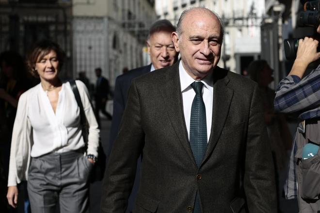 El ex ministro Jorge Fernández Díaz entrando al Congreso de los...