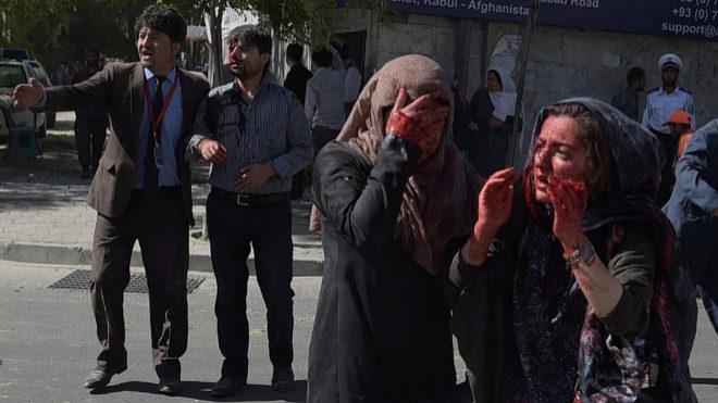 Dos mujeres heridas en el brutal atentado de este miércoles en Kabul.