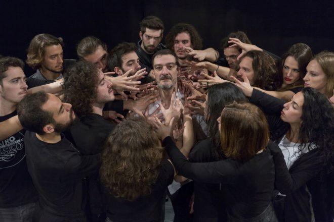 Un momento del montaje de 'Fuenteovejuna', con Dicenta en el centro de...