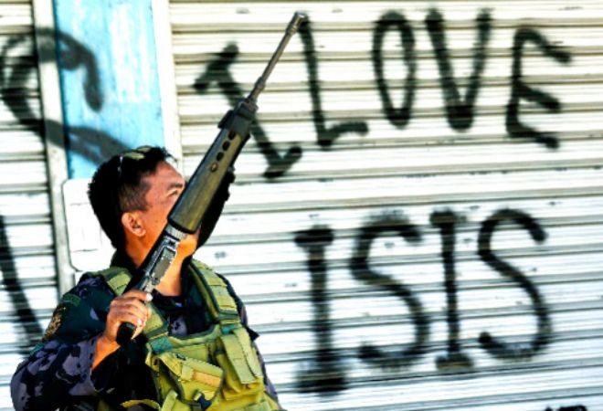 Un militar filipino patrulla en la isla de Mindanao.