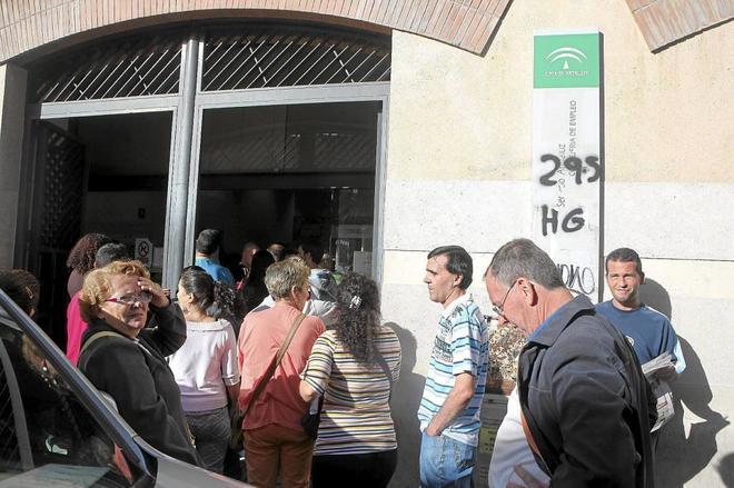 Parados menos en mayo en andaluc a m s empleo for Oficinas sae sevilla