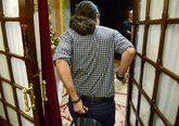 El secretario general de Podemos, Pablo Iglesias, entrando en el...