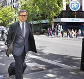 Jordi Pujol Ferrusola, ante la sede del PP mientras se dirigía a la...