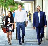 Adriana Lastra, Pedro Sánchez y José Luis Ábalos llegan a Ferraz...