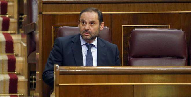 José Luis Ábalos, en su escaño del Congreso.