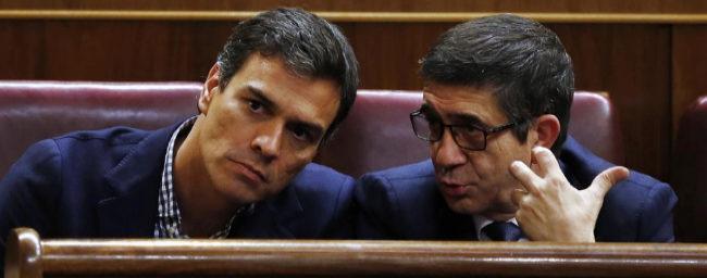 Pedro Sánchez y Patxi López, en el Congreso de los Diputados en el...
