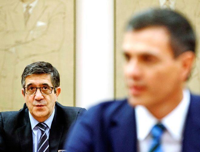 Pedro Sánchez y Patxi López, en el Congreso de los Diputados