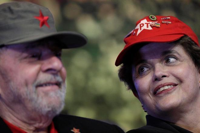 Los ex presidentes de Brasil, Lula da Silva y Dilma Rousseff, durante el Congreso del PT.